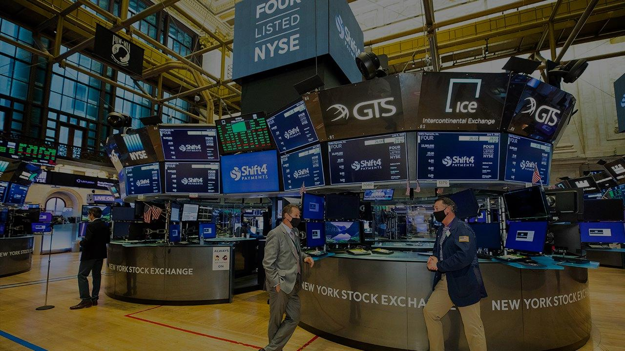 Rising Stock Prices and a Declining Economy: Explaining why the market continues to flourish despite a dismal economic picture